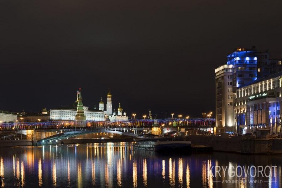 по Москве – реке на теплоходе