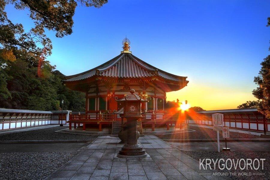 Закат у храма