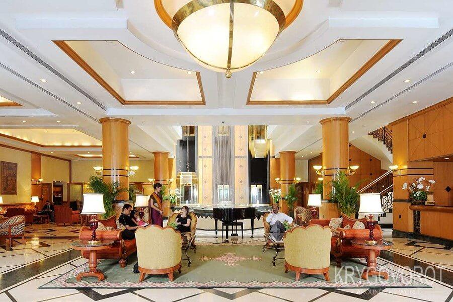 Главный холл отеля
