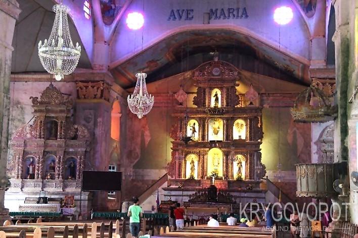 Внутри церкви Баклайона