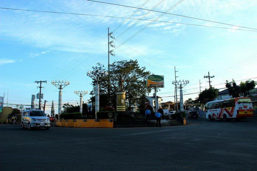 Площадь Манила